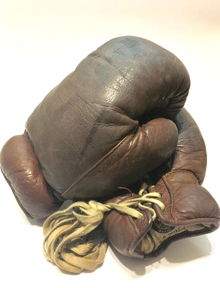"""rękawice firmy """"WEHA"""" z 1936 r. - WORO Manwith Passion"""